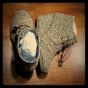 TOMS leopard wedge booties sz 7 NWT